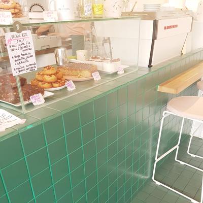 La vitrine de pâtisseries de Peonies