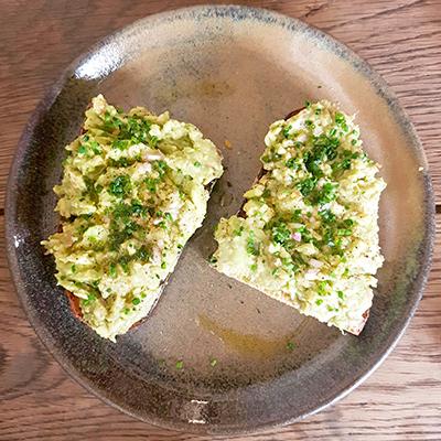 L'avocado toast simple de Fragments