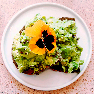 Les avocado toasts fleuris de Peonies
