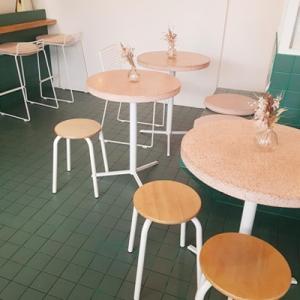 Les tables en marbres de Peonies