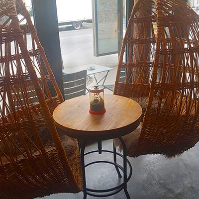 Les chaises suspendues de Arômes