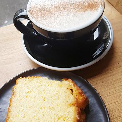 Le chai latte et cake au citron de St Pearl