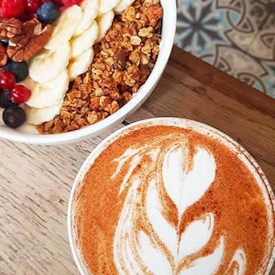 Le granola et chai latte de Passager