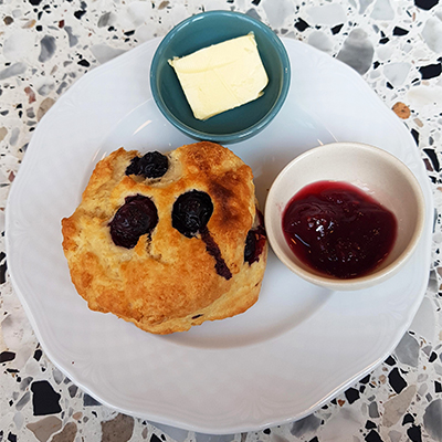 Le scone aux myrtilles de Good News Coffee