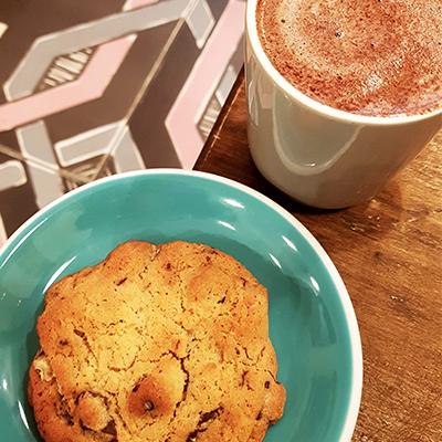 Le cookie et chocolat chaud de Coffee Spoune