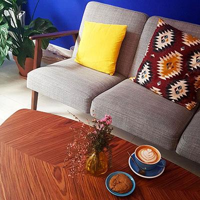 Le canapé confortable de nomade Café