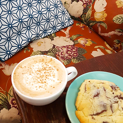 Le cookie et chai latte de Coffee Spoune