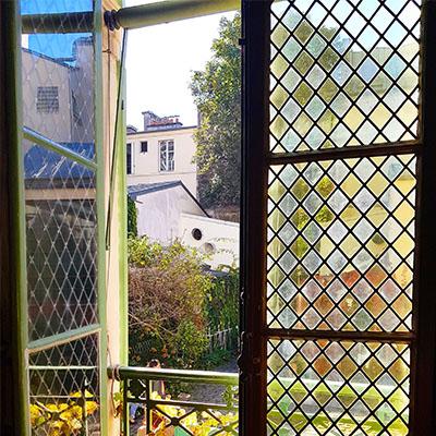 La vue depuis l'intérieur de la Musée de la Vie Romantique