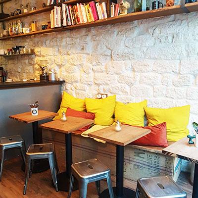 L'intérieur cosy de Lactem Café