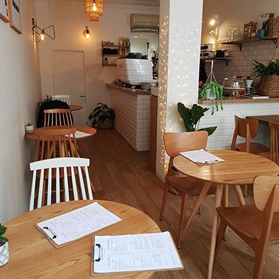 L'intérieur cosy de Bao.Lab Café