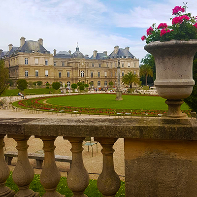 La vue sur le Sénat depuis le Jardin du Luxembourg