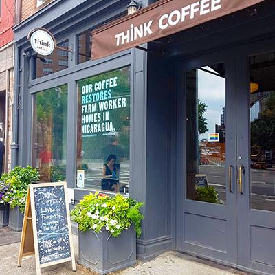 La devanture de Think Coffee