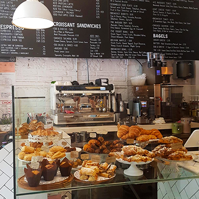 La vitrine de viennoiseries de Black Star Bakery and Café