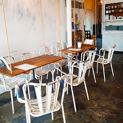 Les tables suspendues de Maman Greenpoint