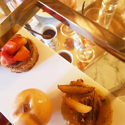 Les mignardises et champagne rosé de Le Dali