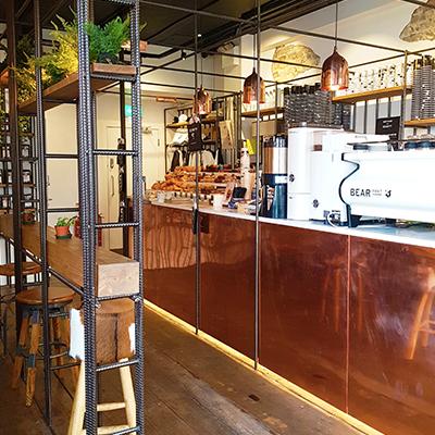 L'ambiance moderne de Bear Market Coffee