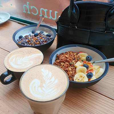 Le petit-déjeuner chez Café Comets