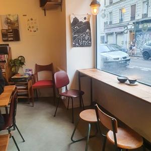 L'intérieur de Café Comets