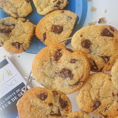 Les cookies avec la tablette Lindt fleur de sel