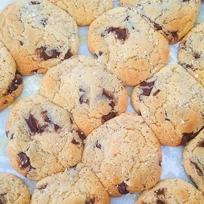 Les cookies fleur de sel tout juste sortis du four