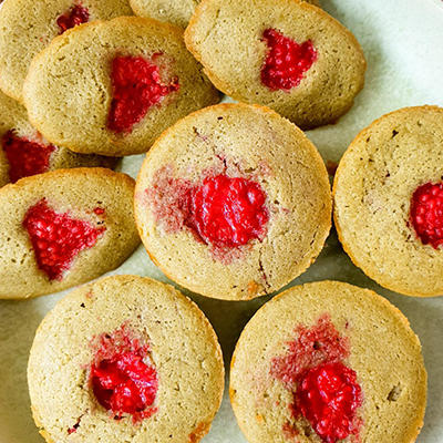 Zoom sur les muffins matcha framboise